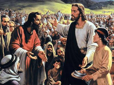 Resultado de imagen para En aquel tiempo, se fue Jesús a la otra ribera del mar de Galilea, el de Tiberíades, y mucha gente le seguía porque veían las señales que realizaba en los enfermos. Subió Jesús al monte y se sentó allí en compañía de sus discípulos. Estaba próxima la Pascua, la fiesta de los judíos. Al levantar Jesús los ojos y ver que venía hacia Él mucha gente, dice a Felipe: «¿Dónde vamos a comprar panes para que coman éstos?».